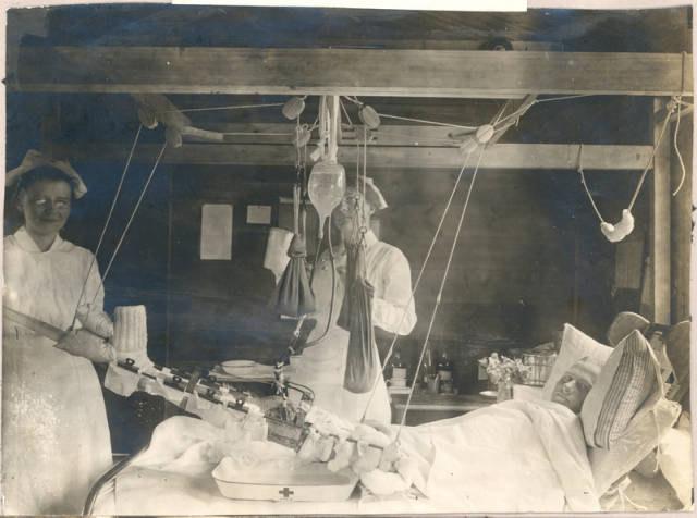 Carrel-Dakin method of infected wound treatment, Base Hospital 21, Rouen, France. Source: Bernard Becker Medical Library